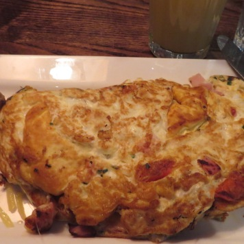 Breakfast, 3 eggs omlet, with sausagees and pressed apple juice
